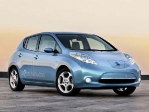 2011-Nissan-LEAF-car-stereo-588x441